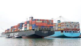 АФРОДИТА грузового корабля NYK входя в порт Окленд Стоковые Фотографии RF