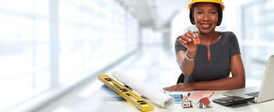 Афро-американская женщина архитектора с ключом Стоковая Фотография RF