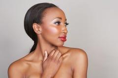 Афро-американская женщина с составом красоты стоковое изображение rf