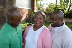 Афро-американская мать и ее взрослые сыновьья Стоковое фото RF