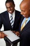 Афро-американские бизнесмены работая на стратегиях Стоковые Изображения