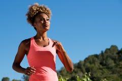 Афро-американский бегун женщины jogging outdoors Стоковое Изображение RF