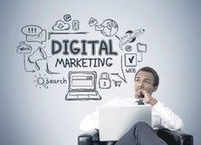 Афро-американский бизнесмен, цифровой маркетинг стоковое фото rf