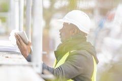 Афро-американский инженер, портрет outdoors стоковая фотография rf