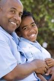 Афро-американский отец и сын тратя время совместно Стоковая Фотография