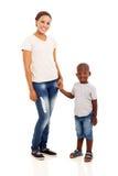 Афро-американский сын матери стоковое изображение