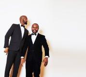 2 афро-американских бизнесмена в представлять черных костюмов эмоциональный, g Стоковое фото RF