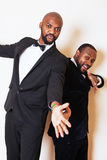 2 афро-американских бизнесмена в представлять черных костюмов эмоциональный, g Стоковые Фото