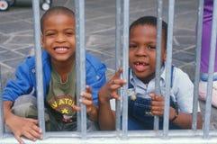 2 Афро-американских школьника Стоковые Фотографии RF
