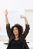 Афро-американское ликование коммерсантки стоковое изображение rf