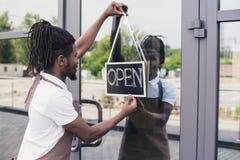 Афро-американское предприниматель кофейни стоковое изображение rf