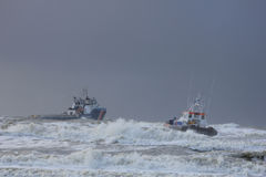 Ацтекская девушка: помогать службы береговой охраны Стоковое Изображение