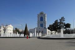 АШХАБАД, ТУРКМЕНИСТАН - ОКОЛО ДЕКАБРЬ 2014: Рождественская елка внутри Стоковые Изображения
