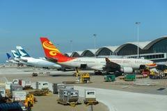 Аэробус 330 авиакомпаний Гонконга на авиапорте Гонконга стоковое изображение rf