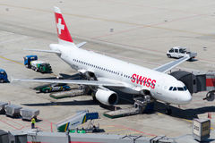 Аэробус A320-214 авиакомпаний Int швейцарца HB-IJS Стоковые Фото