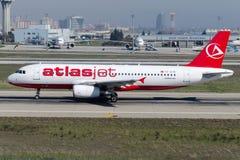Аэробус A320-232 авиакомпаний TC-ATK AtlasJet Int Стоковое фото RF
