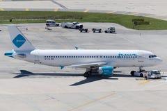 Аэробус A320-214 авиалиний 9K-CAI Jazeera Стоковое фото RF