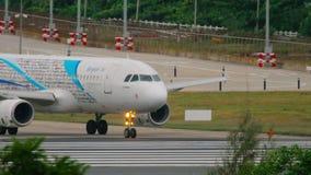 Аэробус 320 воздуха Бангкока ездя на такси акции видеоматериалы