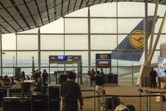 Аэробус A380 Люфтганзы на авиапорте Гонконга Стоковое Фото