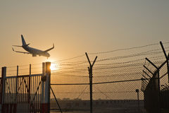 Аэробус A330 приходя в землю Стоковые Фотографии RF