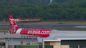 Аэробус 320 самолета буксируя сток-видео