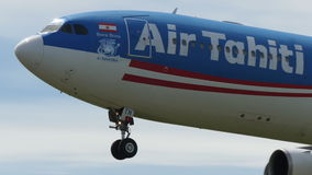 Аэробус A340 Таити Nui воздуха приземляясь к Narita сток-видео