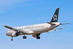 Аэробус A321-200 Air Canada в виде сзади ливреи союзничества звезды стоковое фото rf