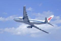 Аэробус A330-200 Air China, B-6536 взбираясь вверх Стоковые Фото
