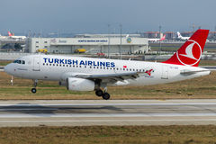 Аэробус A319-132 BAHCELIEVLER TC-JUD Turkish Airlines Стоковое Изображение RF