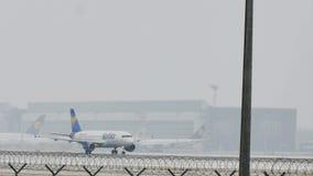 Аэробус A320-200 D-AICH кондора, снег