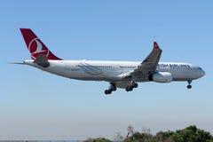 Аэробус A330-343E SAMSUN TC-JNM Turkish Airlines Стоковая Фотография RF