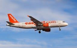 Аэробус A320 EasyJet Швейцарии стоковые изображения