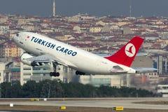 Аэробус A310-304F груза TC-JCY Turkish Airlines Стоковые Фотографии RF