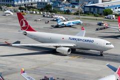 Аэробус A330-243F груза TC-JDP Turkish Airlines Стоковое Изображение RF
