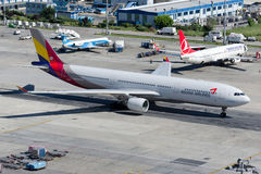 Аэробус A330-231 HL8258 Asiana Airlines Стоковая Фотография RF
