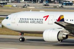 Аэробус A330-323 HL8258 Asiana Airlines Стоковое Изображение RF