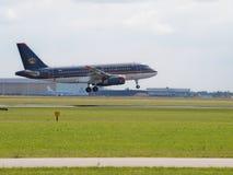 Аэробус A319-132 JY-AYM Royal Jordanian приземляясь на майну buitenveldert на аэропорте schiphol Амстердама стоковые изображения