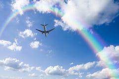 аэроплан заволакивает радуга Стоковая Фотография RF
