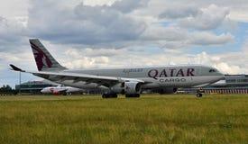 Аэропорт Прага Ruzyne, принимает аэробус A330-200 стоковые изображения rf