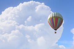 Аэростат плавая в небо дня Мультимедиа Стоковая Фотография