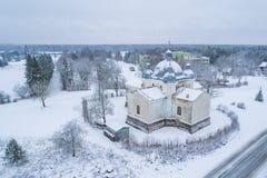 Аэрофотоснимок церков St Ольга в Leisi Эстонии стоковая фотография