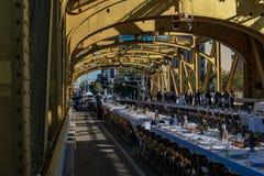 4-ая ежегодная ферма, который нужно разветвить обедающий 6 моста башни Стоковое Изображение