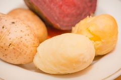 ая картошка Сваренные овощи диетическо стоковые фото