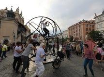 30-ая улица - международный фестиваль уличных театров в Cracow, Польше Стоковое Изображение