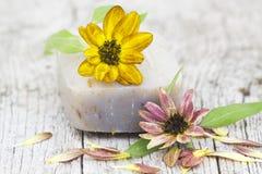 Адвокатское сословие естественных мыла и цветка Стоковая Фотография RF
