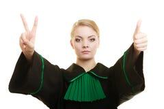Адвокат женщины делая большой палец руки победы знака вверх показывать Стоковые Изображения RF