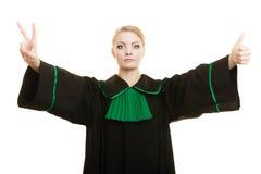 Адвокат женщины делая большой палец руки победы знака вверх показывать Стоковые Фотографии RF