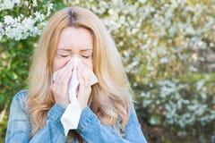 Аллергия, весеннее время, женщина Стоковые Изображения