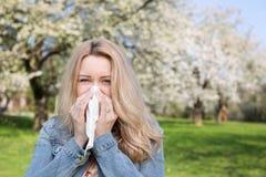 Аллергия, весна, женщина Стоковые Изображения
