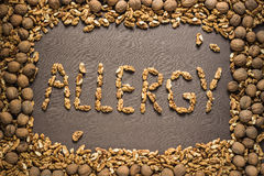 Аллергия слова написана от грецких орехов Стоковая Фотография
